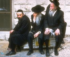 https://www.wlb-stuttgart.de/seekrieg/ksp/schwarzmeer/juden_flucht_schiffe/orthodoxe_juden.jpg